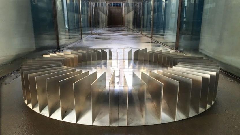 Dank solcher konzentrischer Platten lässt sich die Wellenamplitude im Inneren auf ein Mehrfaches erhöhen, was die Effizienz von Wellenkraftwerken deutlich steigern könnte.
