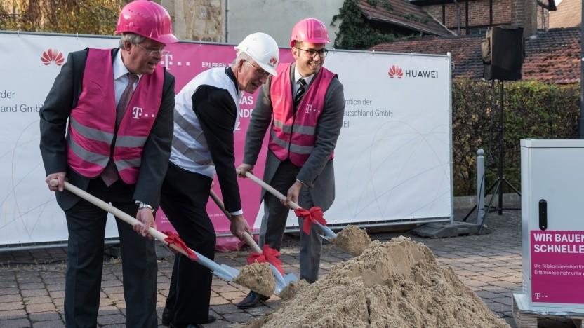 v.l. Dieter Lengemann, Bürgermeister Fuldabrück; Walter Haas, CTO Huawei Deutschland; Fuat Dalar, Leiter Infrastrukturvertrieb Region Mitte, Deutsche Telekom
