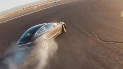 Model 3 beim Driften