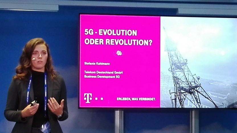 Gute Rednerin in Magenta-Turnschuhen: Stefanie Kuhlmann, Business Development für 5G Campus-Lösungen für die Deutsche Telekom