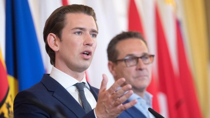 Sebastian Kurz (ÖVP, links) und sein Vizekanzler Heinz-Christian Strache (FPÖ): Man muss sich ausweisen, wenn die Polzei einen anhält.