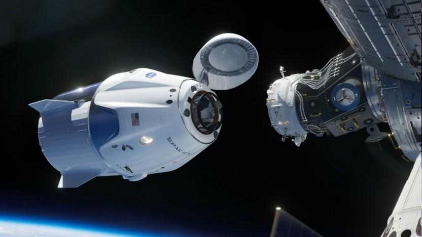 Raumfähre Crew Dragon an der ISS (Symbolbild): US-Präsenz auf der ISS gesichert?