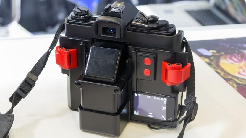 Analoge Spiegelreflexkamera mit I'm Back: digitale Bilder mit Anmutung der alten Analogkameras