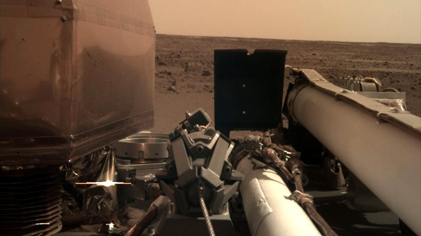 Eines der ersten Bilder nach der erfolgreichen Landung von Mars Insight.