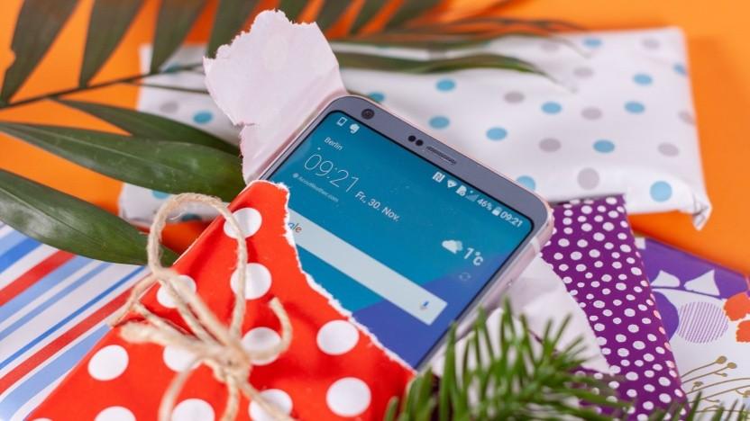 Unterm Weihnachtsbaum ist vielleicht Platz für das ein oder andere Smartphone...