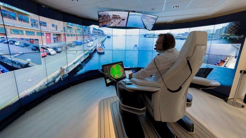 Steuerstand für Schiffe: Maschinenlärm aus dem Lautsprecher