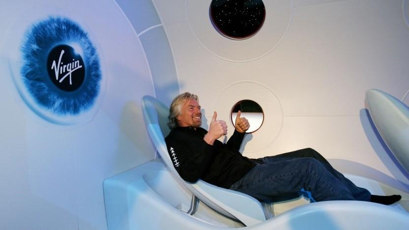 Richard Branson in einem Modell des Spaceship One: nichts überstürzen - aber Erster