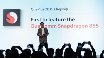 Pete Lau bei der Ankündigung, als erster Hersteller ein Smartphone mit Qualcomms Snapdragon 855 auf den Markt bringen zu wollen.