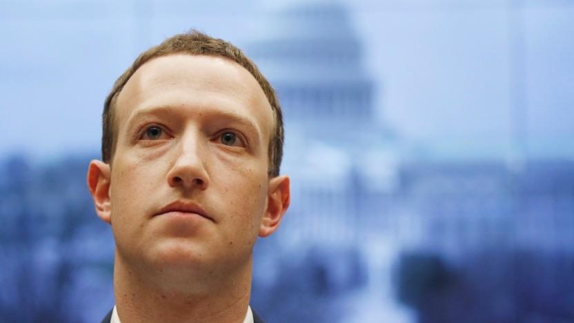 Mark Zuckerberg im April 2018 bei einer Anhörung im US-Abgeordnetenhaus