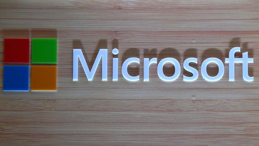 Logo von Microsoft bei einer Präsentation des Surface Book 2 im August 2018.