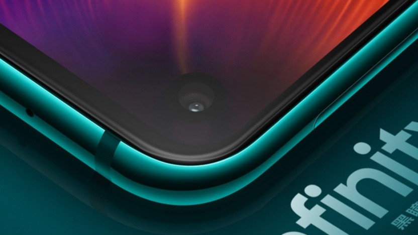 Beim Galaxy A8S ist die Frontkamera direkt in das Display integriert.
