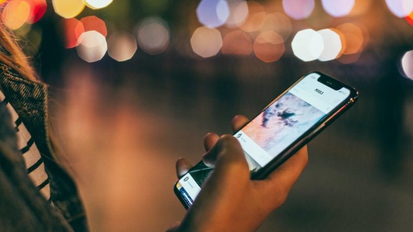 Ein iPhone X in der Benutzung