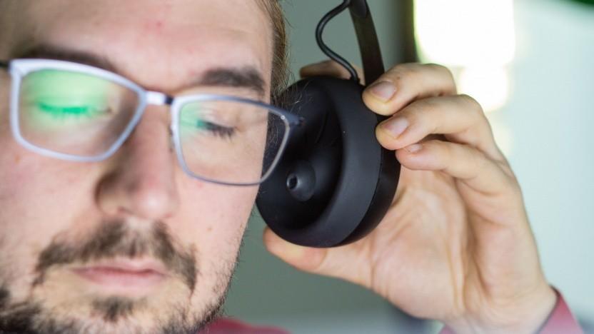 Das Nuraphone ist ein Over-Ear-Kopfhörer mit In-Ear-Steckern.