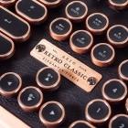 Azio Retro Classic im Test: Außergewöhnlicher Tastatur-Koloss aus Kupfer und Leder