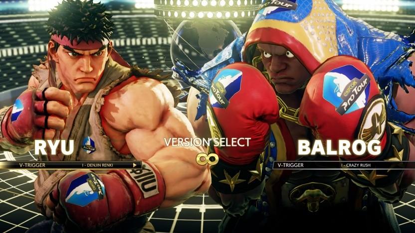 Kämpfer in Street Fighter 5 mit eingeblendeter Werbung auf dem Handschuh