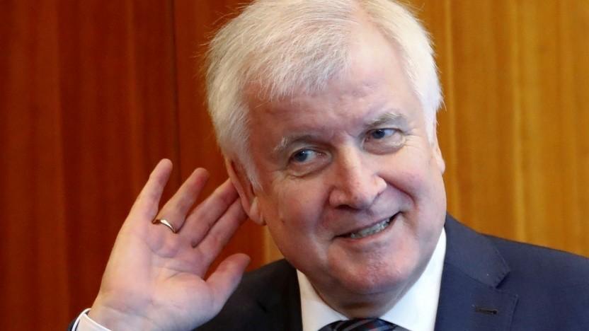 Innenminister Seehofer will nun jede Woche nach der Meldepflicht fragen.