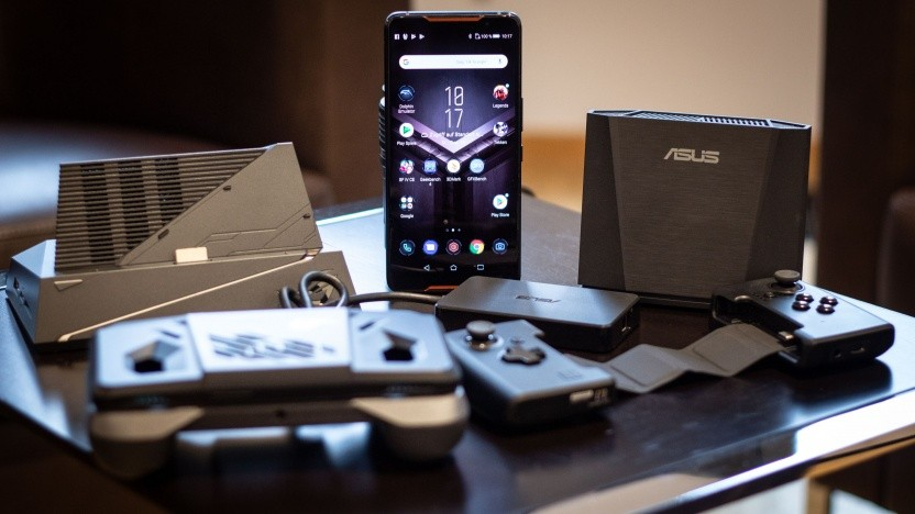 Das ROG Phone von Asus mit zahlreichem Zubehör