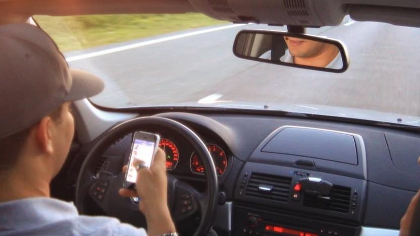 Autofahren und Chatten passen nicht zusammen.