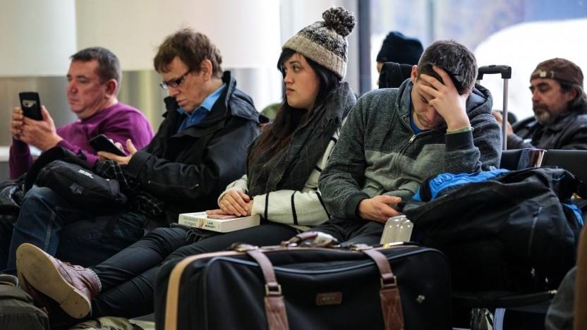Während der Sperrung mussten Passagiere über Stunden in Gatwick ausharren.