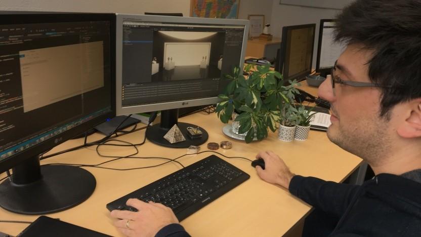 Der Spieleprogrammierer Gennadiy Bardachev bei der Arbeit