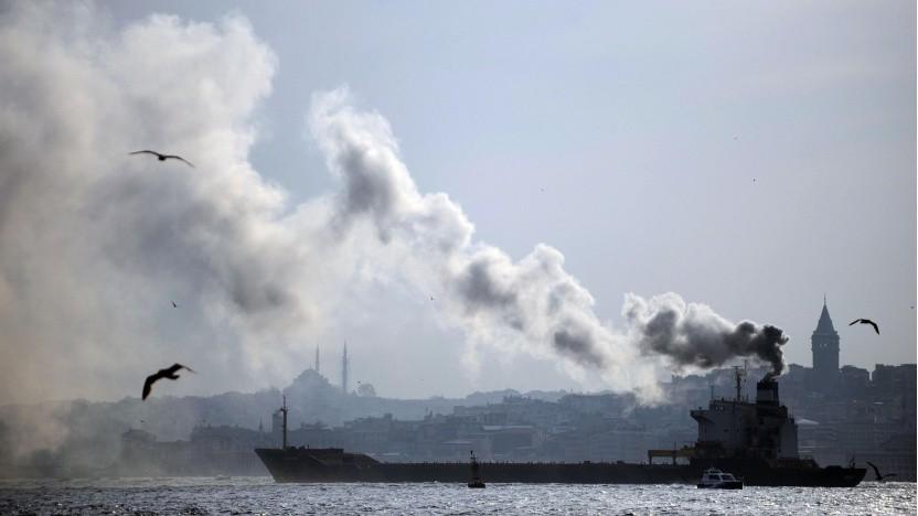 Schiff auf dem Bosporus in Istanbul (Symbolbild): Geld auf Kosten der Lungen der Allgemeinheit gespart