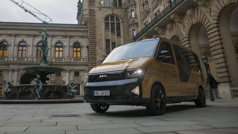 Elektrokleinbus Moia im Hof des Hamburger Rathauses: Kritik von Taxifahrern
