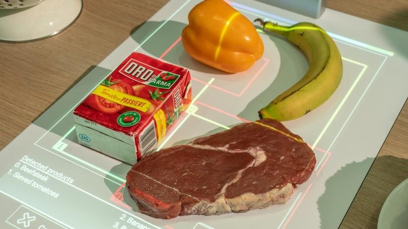 Der Projektor Pai erkennt verschiedene Lebensmittel.