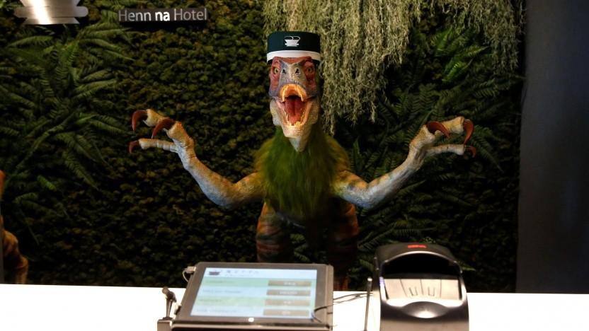 Velociraptor-Roboter an der Rezeption des Henn-na-Hotels, aber kein Telefon auf dem Zimmer