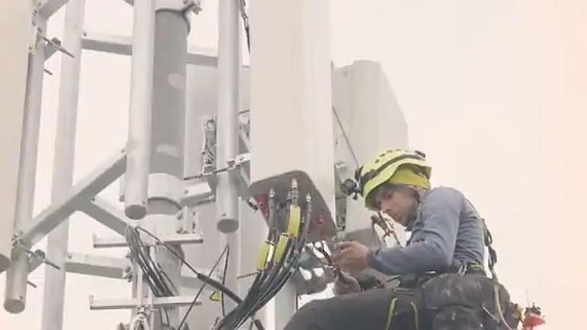 Die neuen 5G-Antennen werden aufgebaut.