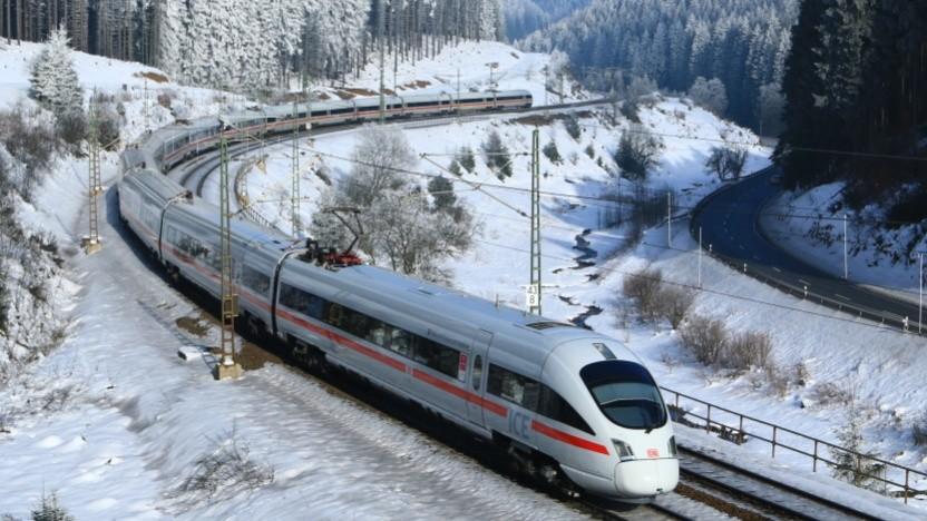 Mittlerweile fährt ein großer Teil der Fahrgäste mit einem Handy- oder Online-Ticket in solchen ICE-Ts.