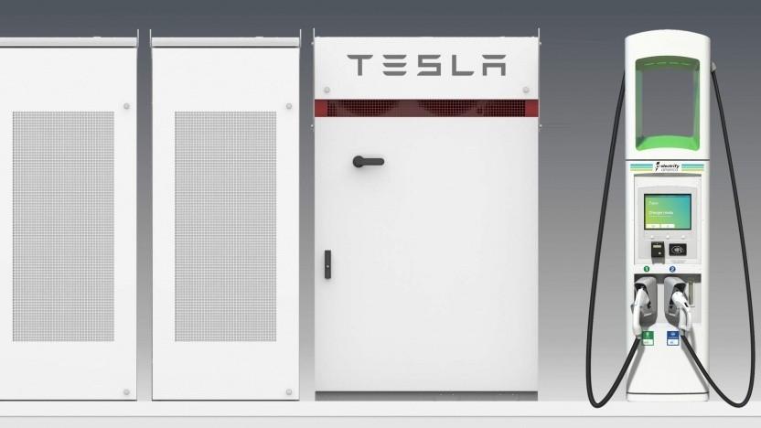 Ladesäule von Electrify America mit Tesla-Akku