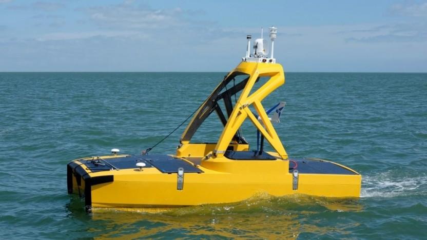 ASV C-Enduro ist eine schwimmende Sensorplattform, die bis zu 30 Tage lang autonom auf dem Wasser Daten sammeln kann.