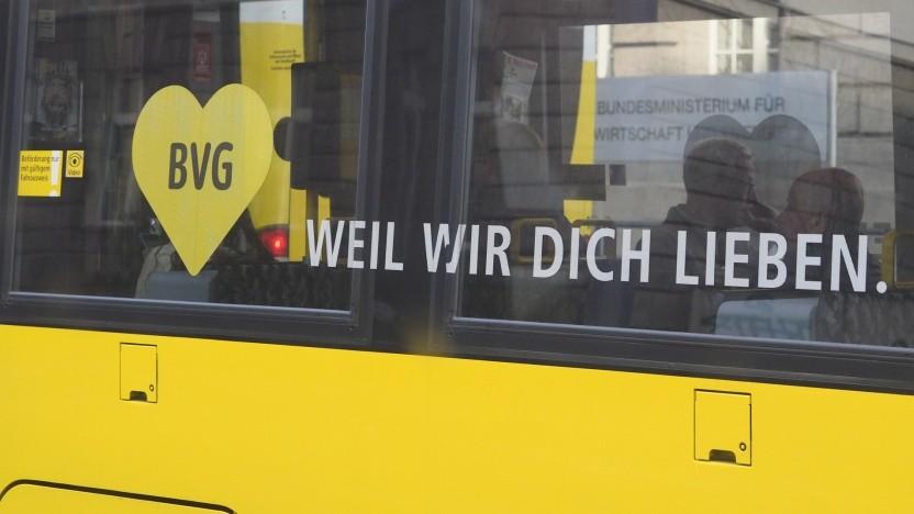 Wer in Bussen und Bahnen der BVG alles mithört?