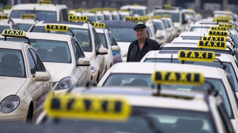 Taxifahrer, wie hier in Berlin, sollen mehr Konkurrenz durch neue Anbieter bekommen.