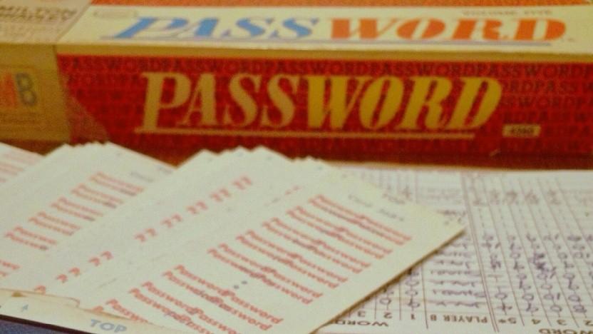 Passwörter verwalten geht auch offline - oder in einem Brettspiel. Trotz Problemen ist ein Passwortmanager die bessere Wahl.