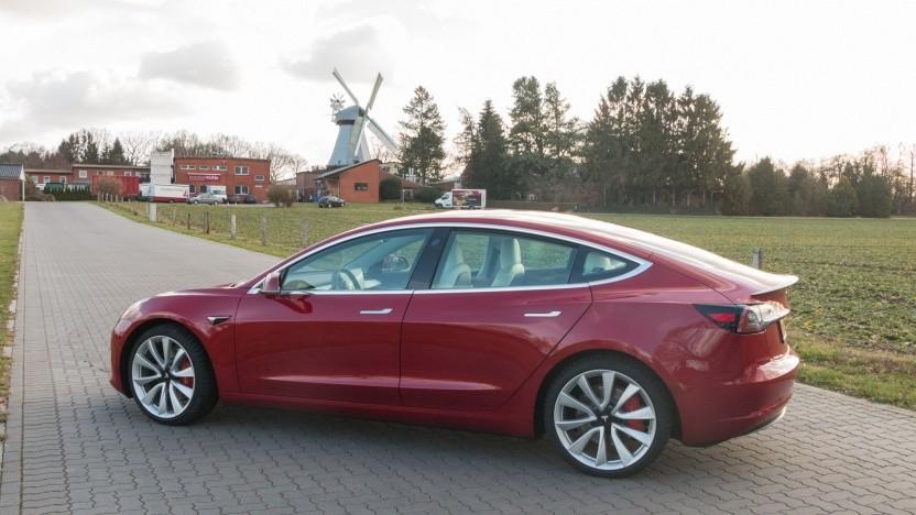 Tesla Model 3 im Test: im Nu auf Tempo 215