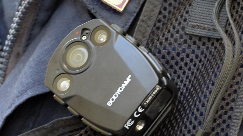 Es gibt Kritik an der Speicherung der Daten von Bodycams, hier ein Modell der italienischen Polizei sorgen für Diskussionen.