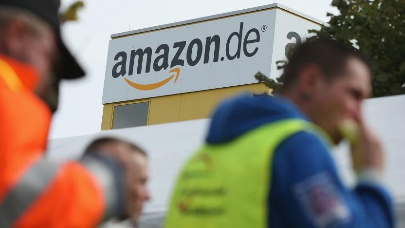 Streikende Mitarbeiter vor dem Standort von Amazon Leipzig