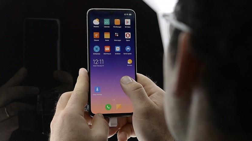 Smartphone-Nutzer auf dem MWC 2019 in Barcelona