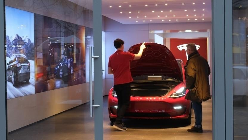 Tesla-Shop in Berlin: Unattraktive Standorte werden geschlossen.