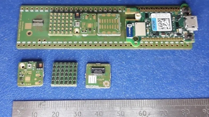 Das Pyboard D kann mit Sensorkacheln erweitert werden.