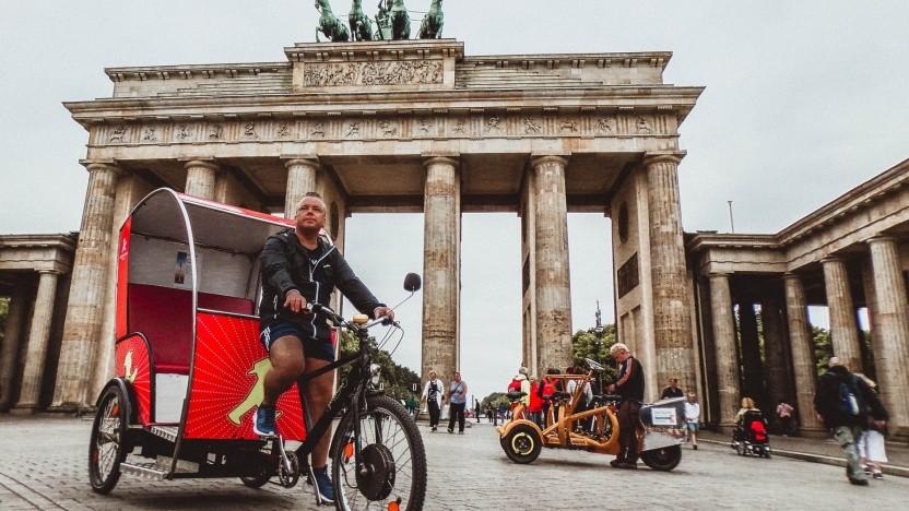 Rikschafahrer vor dem Brandenburger Tor