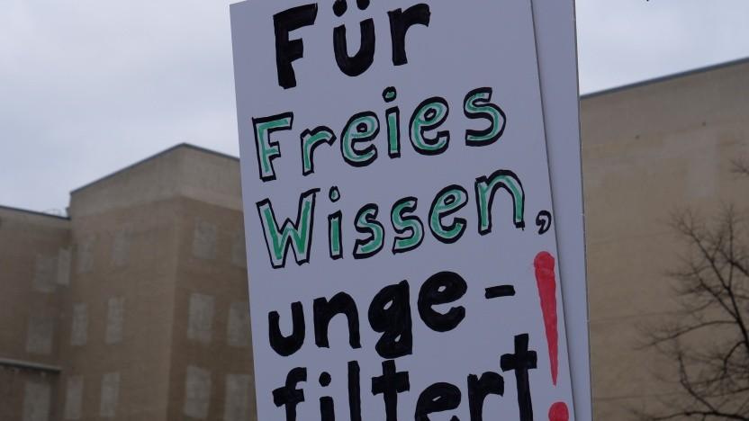 Dieser Forderung auf einer Demo in Berlin schließen sich die Bibliotheken an.
