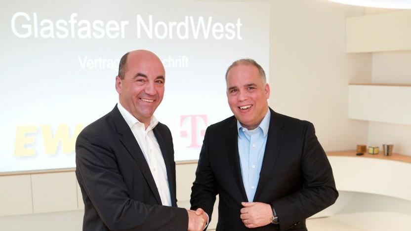 EWE-Vorstandsvorsitzender Stefan Dohler (links) und Dirk Wössner, Vorstand Telekom Deutschland