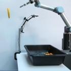 Neuronale Netzwerke: Roboter lernt selbstständig das Greifen und Werfen