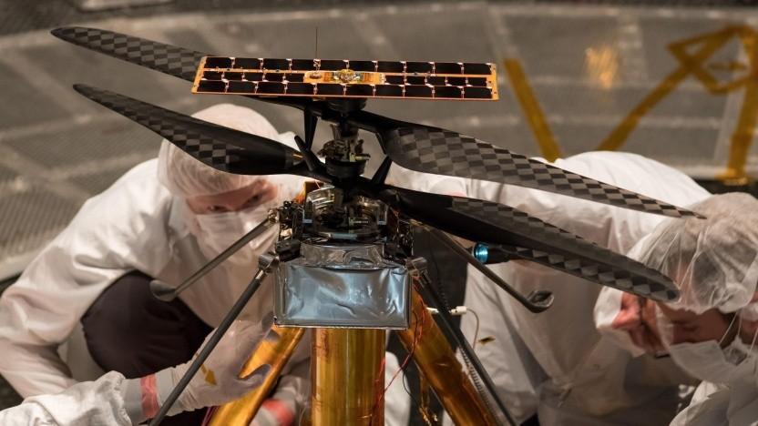 Nasa-Mitarbeiter bereiten den Testflug des Helikopters vor: dünne Atmosphäre, geringe Schwerkraft