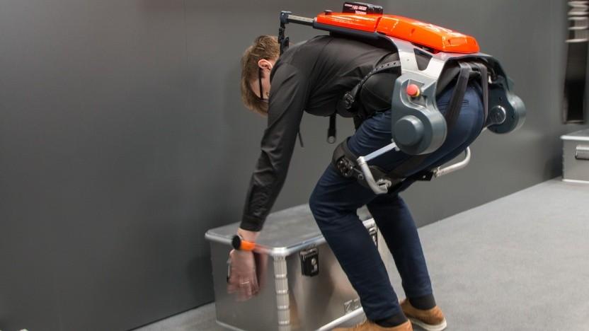 Das Exoskelett Cray X kann helfen, Fehlhaltungen zu vermeiden.