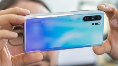 Auch das P30 Pro könnte irgendwann ein Update auf das neue Betriebssystem von Huawei bekommen.