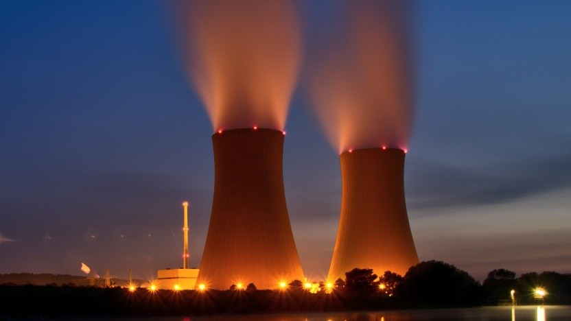Schadsoftware kann kritische Infrastruktur, wie etwa ein Kraftwerk, sabotieren.