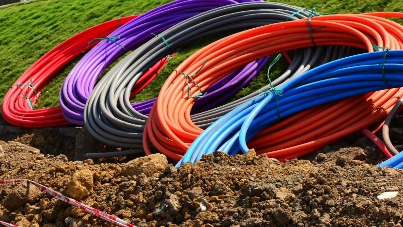 Die lokalen Netzbetreiber M-net, Netcologne und Wilhelm.tel bauen in ihren Metropolen Glasfaser aus
